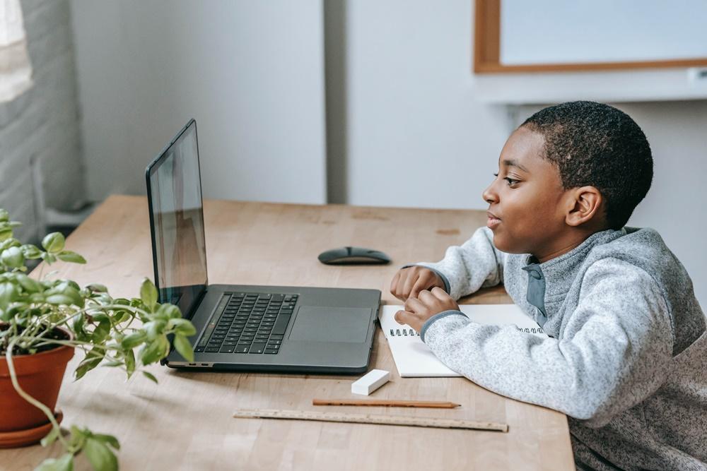 crianças / internet